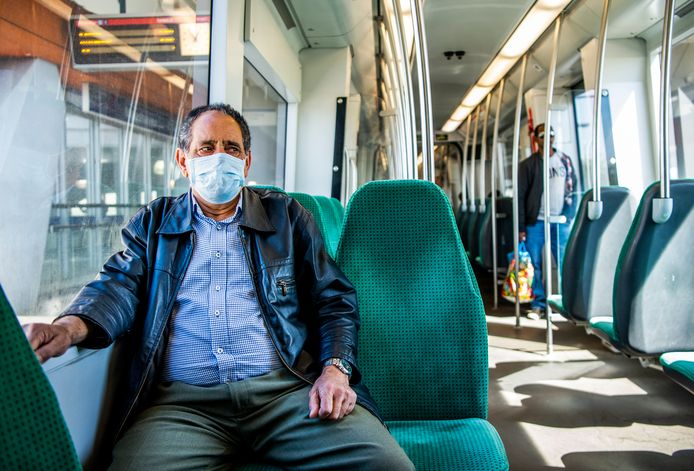 Archieffoto: Met een campagne die vanaf deze week zichtbaar is, geeft de RET uitleg over wat wel en niet kan in het openbaar vervoer.