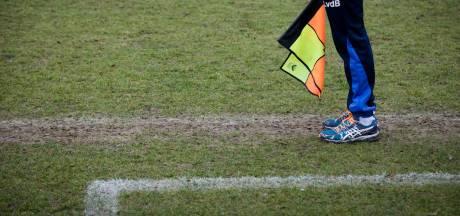 Man rijdt in op spelers voetbalclub: elf gewonden