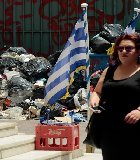 Dampend afval in straten Athene: 'Erger dan in de gevangenis'