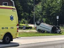 Auto belandt op de kop op N18