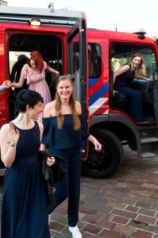 Brandweerwagens, Porsches en Ferrari's: zo gingen de leerlingen van het Amadeus in Vleuten naar het eindexamengala