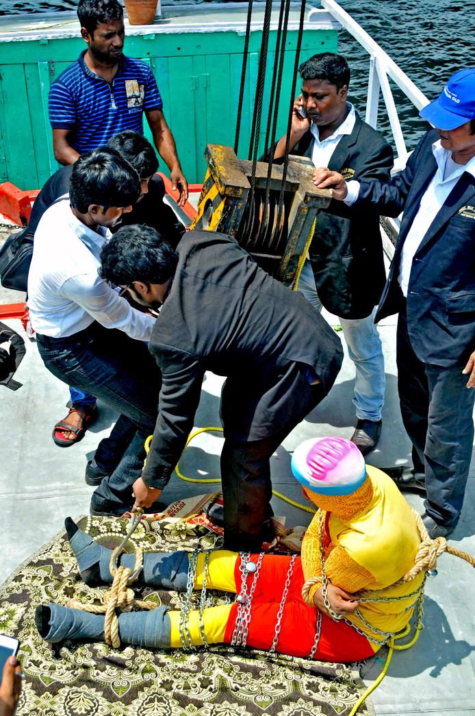 'Als ik het goed doe is het magie en als ik het fout doe tragedie', zei Lahiri voor zijn dodelijke stunt.