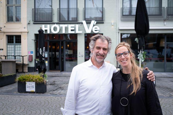 Luc en Hannelore Verschueren voor Hotel Vé op de Mechelse Vismarkt.