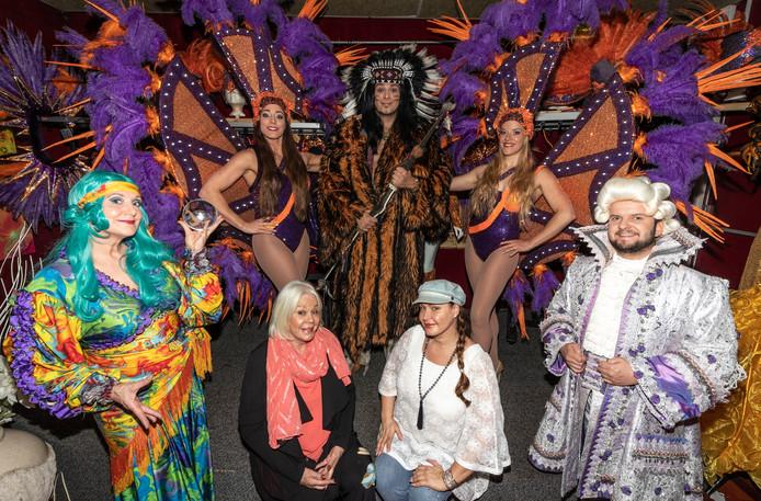 Kostuumcollectie in de verkoop bij de familie van Kool van Inspiration Point, Els en dochter Jolie, Valkenswaard.