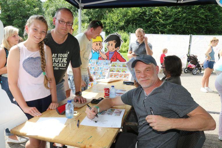 Tony en Ieuwke Verkamer bij tekenaar Gerd Van Loock.