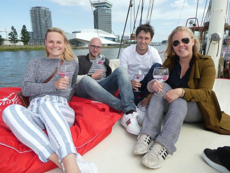 Joy Beekelaar (Spinning Crew), sommelier Stefan van der Horst, Wouter Stevenhaagen (Coster52) en kok Rosemarie Veldhoen. Ook chillen. Beeld Hans van der Beek