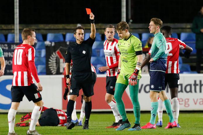 De Kralingers gingen op bezoek bij Jong PSV in extremis onderuit: 2-1. Dat was het gevolg van een vroege rode kaart voor doelman Alessandro Damen.