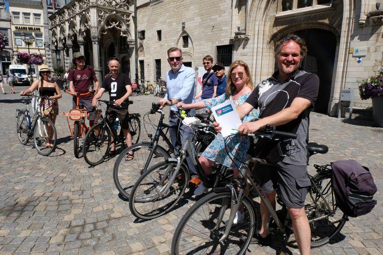 Een groep Mechelaars fietste zaterdag, samen met schepenen Patrick Princen en Alexander Vandersmissen, door de Dijlestad.