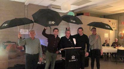 Paraplu's en feest voor vrijwilligers in Kortenaken