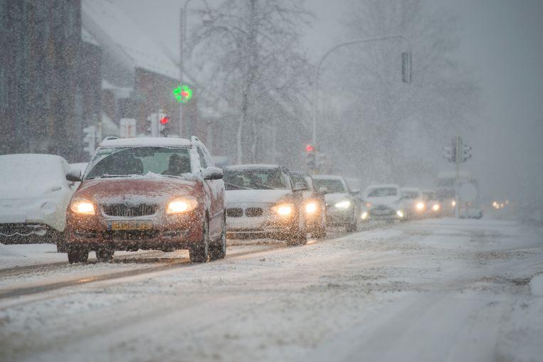 Witte wegen in Stabroek.