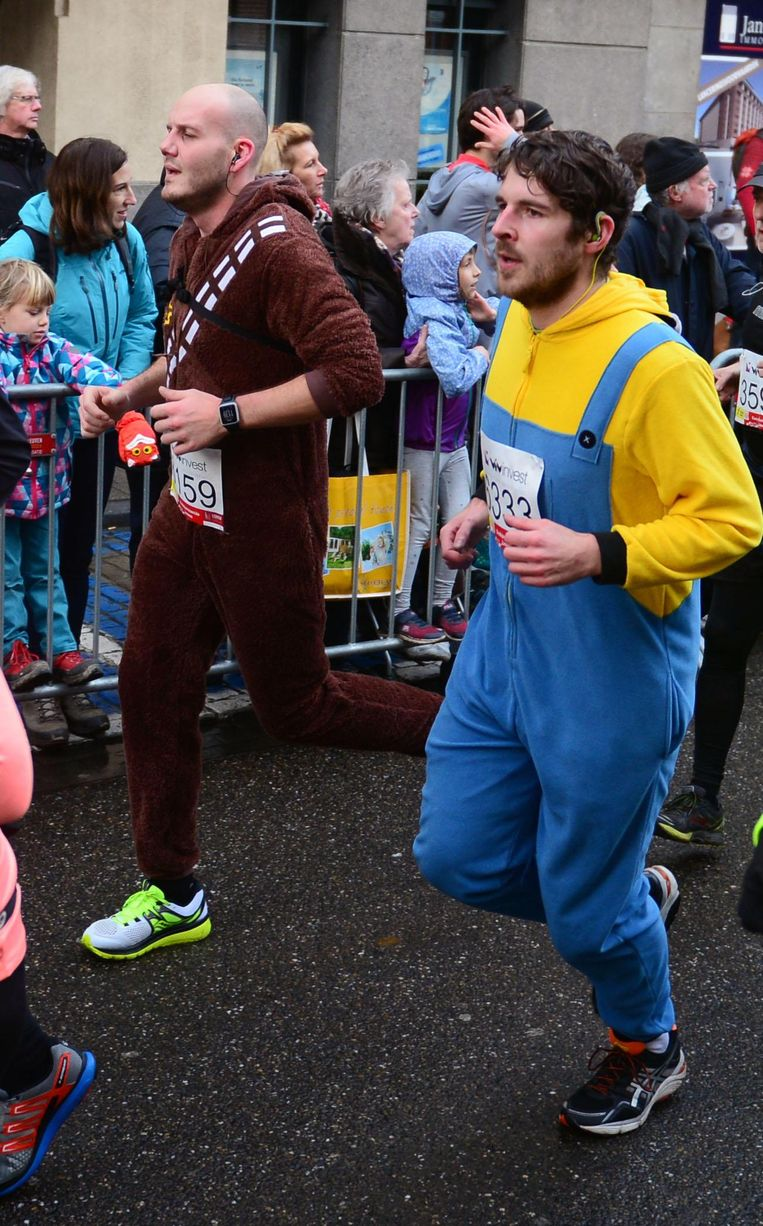 'Chewbacca' Gilles en 'Minion' Kasper lopen mee in de 12 km.
