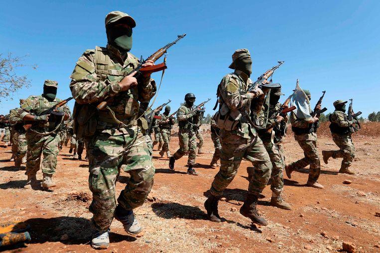 De rebellen van HTS hebben de volledige controle over Idlib verworven nadat ze een bestand sloten met andere rebellengroepen.