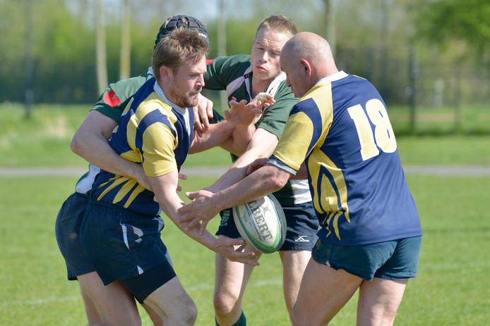 De rugbyers van RC Betuwe degradeerde weer uit de derde klasse. Archieffoto Fons Sluiter