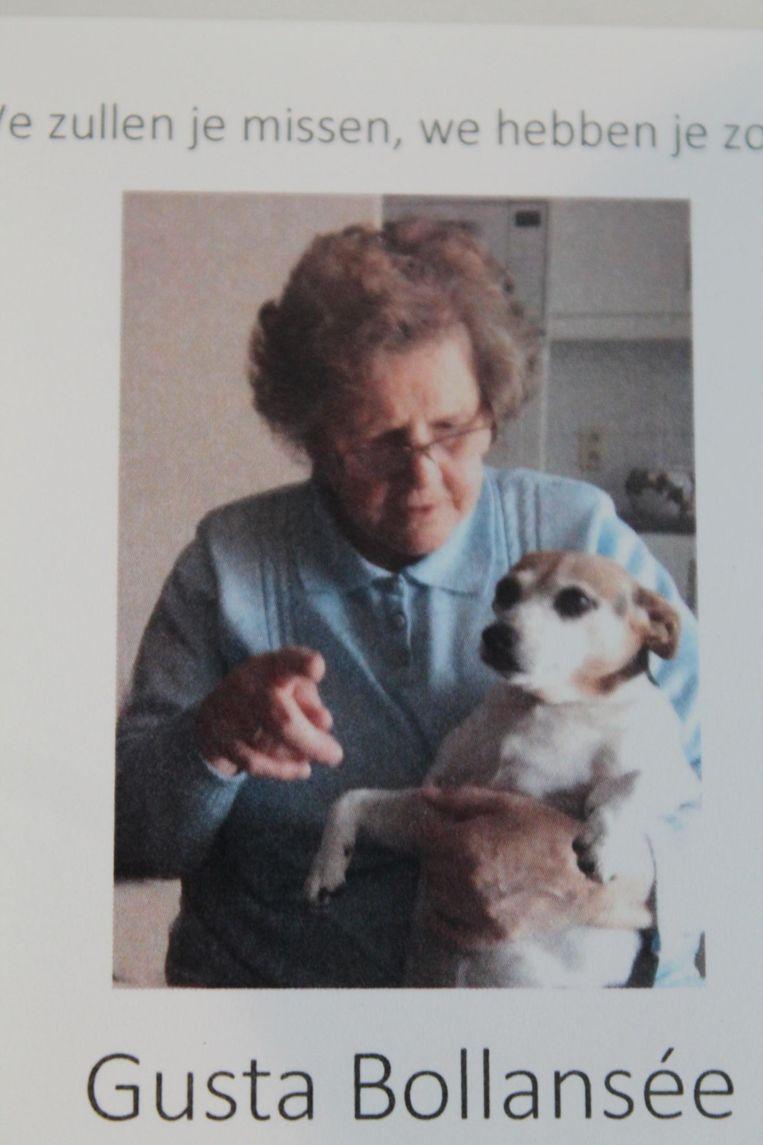 Gusta Bollansée met haar hond op het rouwprentje.