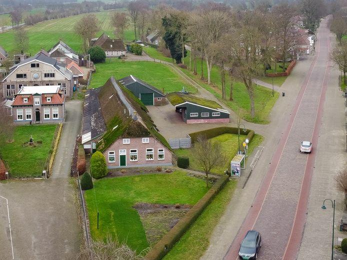Benny Bisschop wil zijn oude boerderij aan de Oude Rijksweg omvormen tot een supermarkt met winkelruimte.