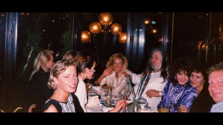 Eerst werkte Katleen (midden) in 1986 een jaar als fotomodel voor Van Rossem in Parijs, twee jaar later werd ze één van zijn twaalf Moneytron-meisjes.