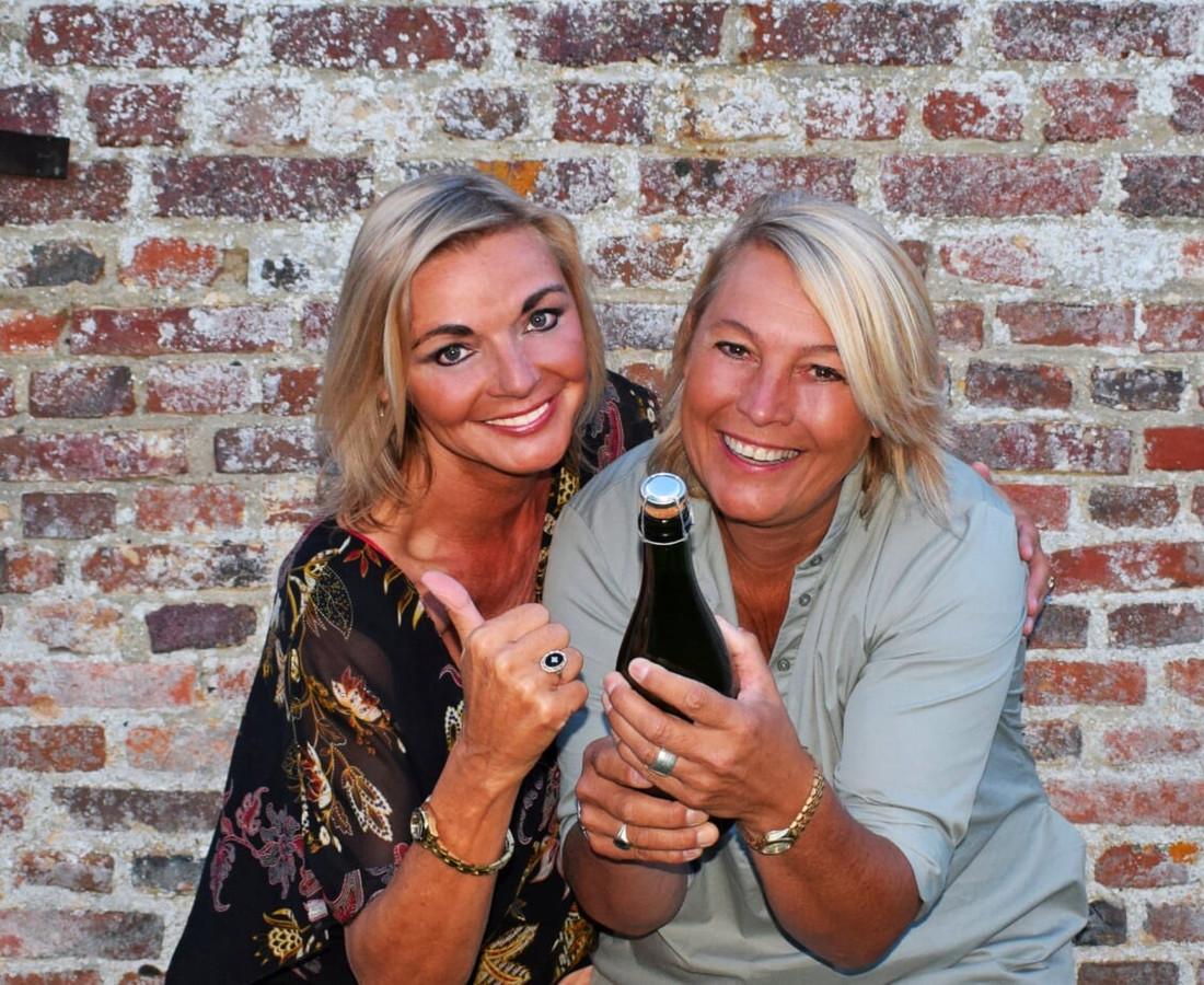 Jolande van Lith (l) en haar partner Barbara van Roo