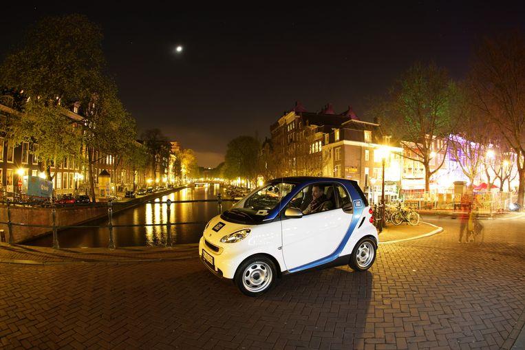 In Amsterdam rijden honderden elektrische Smarts als deelauto van Car2Go, eveneens een bedrijf van Daimler AG.