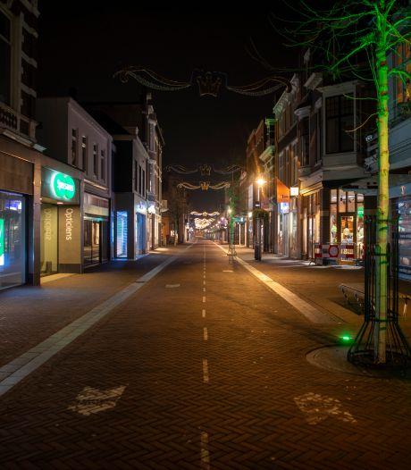 Jongeren in Apeldoorn slaan tijdens avondklok op de vlucht voor verslaggever