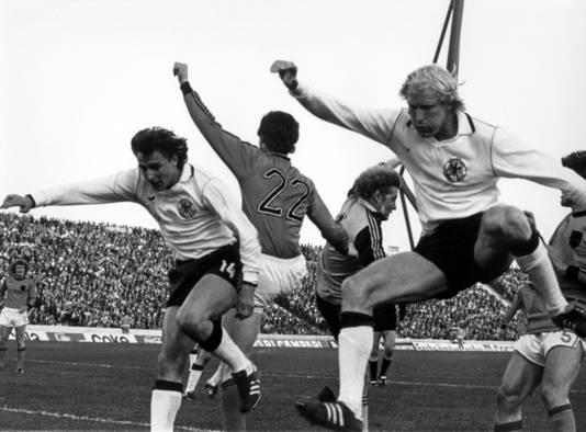 Voetbalballet in Cordoba bij het WK in 1978 in Argentinië. Vlnr de Oranje-internationals Wim Jansen, Ernie Brandts, keeper Piet Schrijvers en geheel rechts Ruud Krol. © ANP