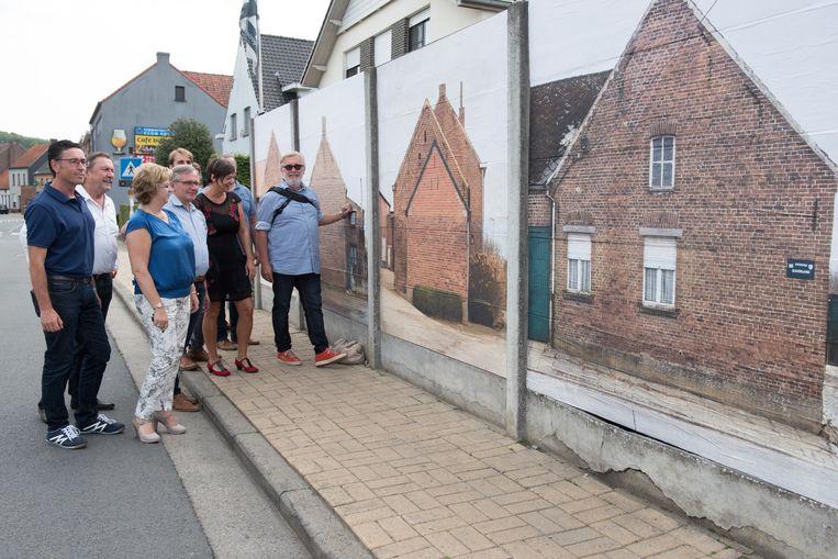Kunst & Zwalm is wandelen langs kunstwerken van 16 kunstenaars.