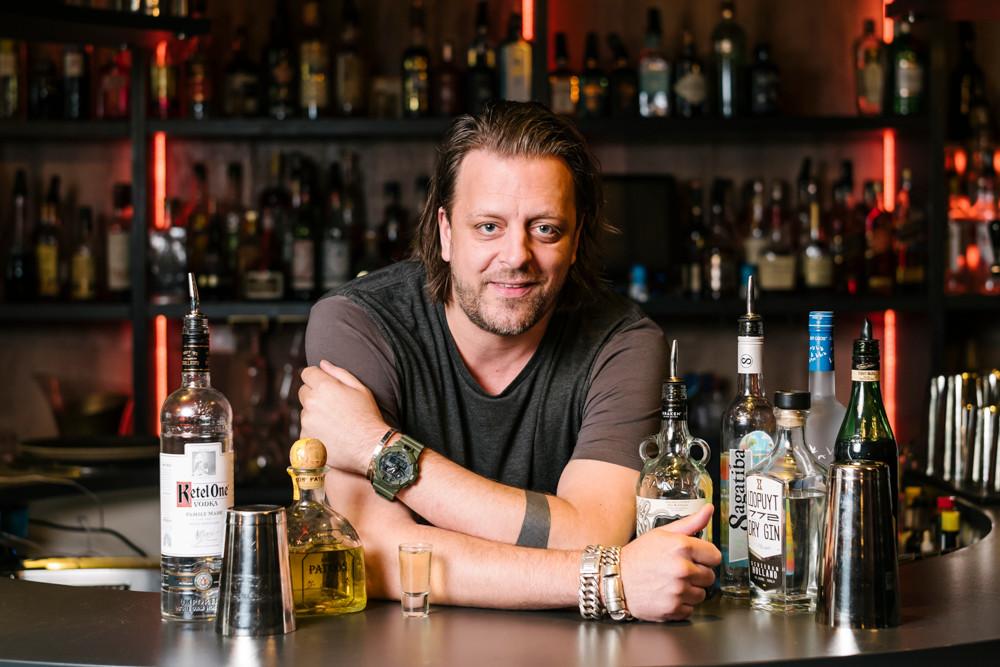 Barman en cabaretier Arjan Kleton.