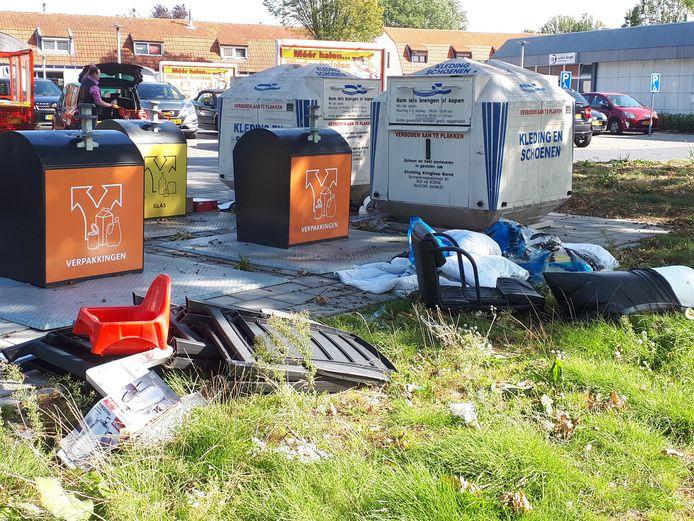 Dagelijks wordt er afval gedumpt bi de Nettorama in Borne.