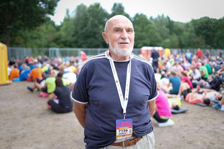 Hendrik Dupont (90) bij de start in 2018. Ook dit jaar is hij erbij, als was deze keer 'close'.