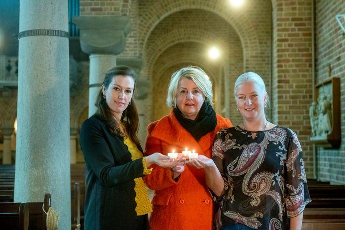 Tessa Hendriks, Mieke Sanders en Anita Frantzen (vlnr) organiseren samen met andere uitvaartondernemers uit Elst gezamenlijk een herdenkingsbijeenkomst voor het overleden kind.