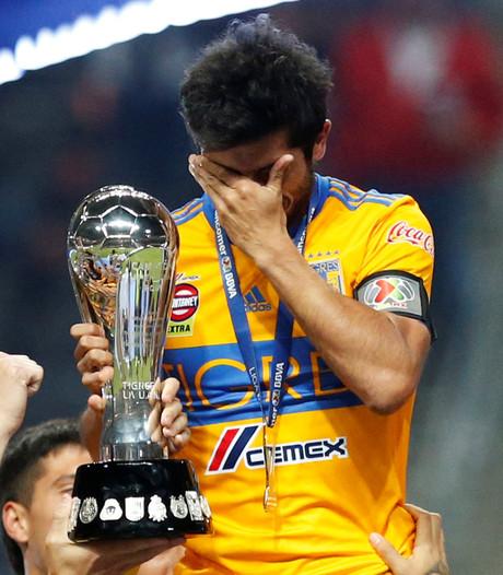 Alvarez (38) laat zijn tranen gaan bij titel in laatste duel