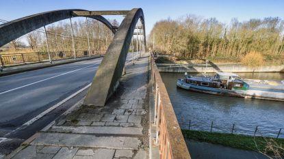 Werken aan brug tussen Ooigem en Desselgem