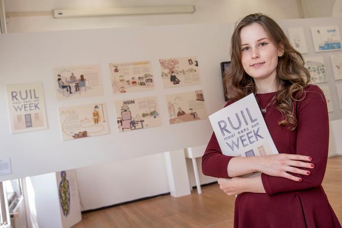 Heide-Lise Dings bij de expositie van haar werk in de St. Joostacademie.