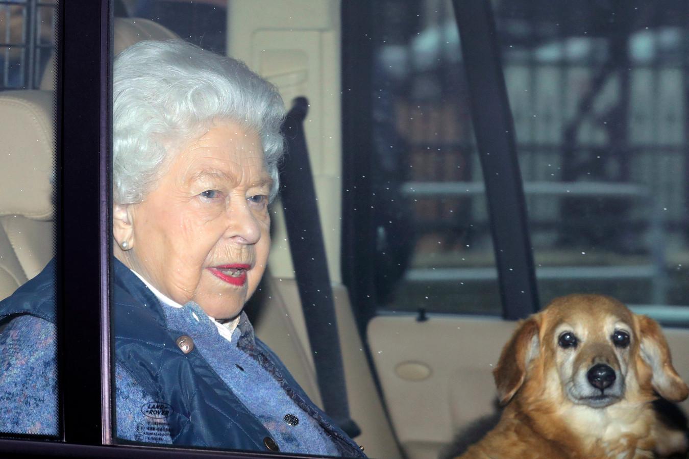 La reine Elizabeth quittant Buckingham Palace, jeudi