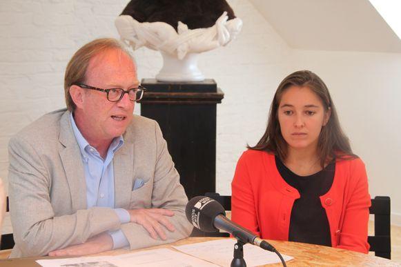Advocaat Jan Leysen en medewerkster-advocate Elise Bergen.