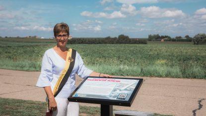 """Gedenksteen gecrasht Pools vliegtuig ingehuldigd: """"Plots zag ik een 'vuurbol' uit de lucht vallen en neerploffen in het bietenveld"""""""