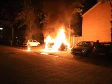 Geparkeerde auto in Kaatsheuvel gesneuveld door brand