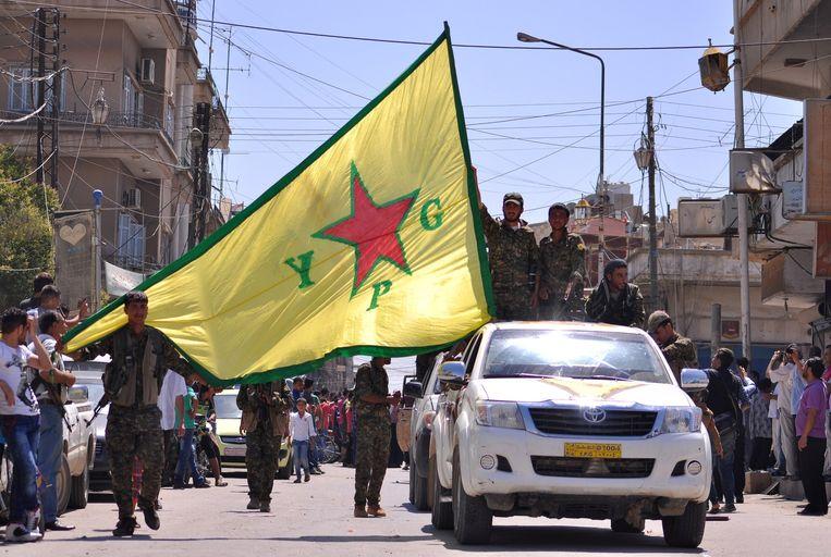 Koerdische strijders van de YPG tijdens een parade in Qamishli, in het noordoosten van Syrië.