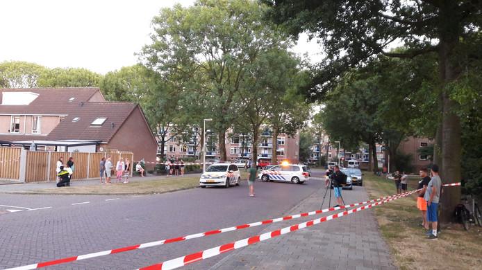 De politie heeft de omgeving van de Berkenlaan afgezet.