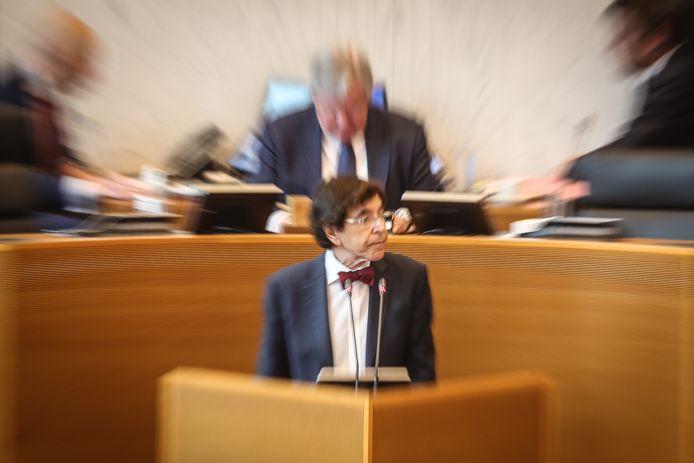 Elio Di Rupo au perchoir du parlement wallon à Namur.
