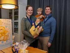 De 55ste carnavalsbaby heet Linden en start met saldo van 111,11 euro op spaarbankboekje
