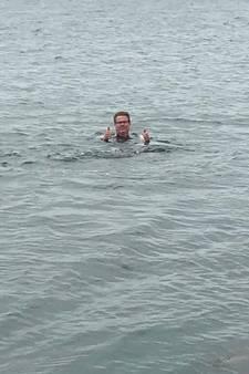 Peter Traas zwemt naar Wemeldinge voor het goede doel