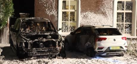 Twee auto's verwoest door brand in Schijndel