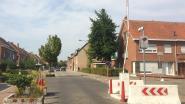Rode lichten moeten waarschuwen voor gesloten slagboom in J.B Tassynsstraat