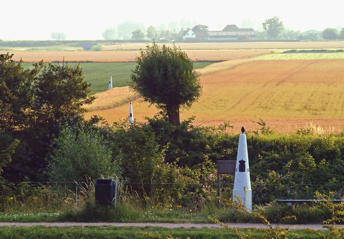 Grenspalen in West-Zeeuws-Vlaanderen.