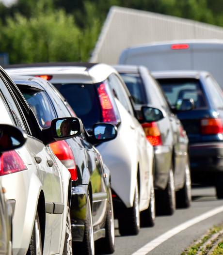 Ongeluk met meerdere auto's op snelweg bij Zoeterwoude-Rijndijk: minstens één gewonde