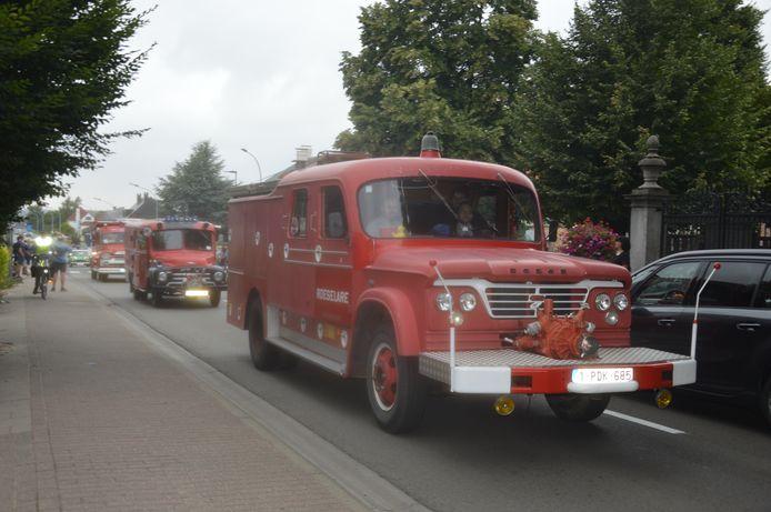 Ook oude pompiers gingen mee tijdens het vertrek.