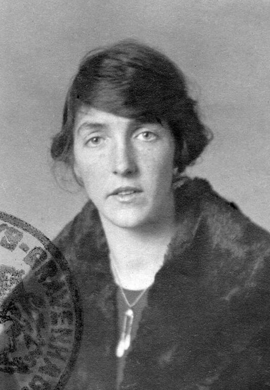 Ru Paré als jonge vrouw.