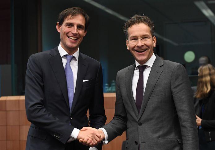 Volgens Haagse bronnen zou Jeroen Dijsselbloem de Nederlandse kandidaat zijn om Christine Lagarde op te volgen bij het IMF. Minister Hoekstra wil dat echter niet bevestigen.