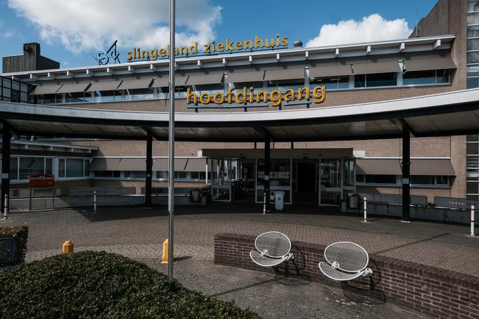 Nu mag er bij een speciale rookabri nog buiten het Slingeland ziekenhuis gerookt worden.