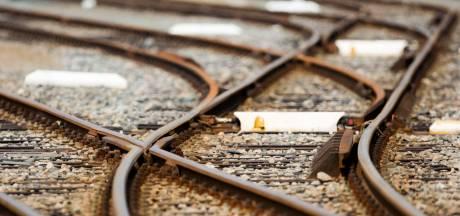 Politie speurt naar man die in slaap is gevallen in een lege trein: maar vindt hem elders